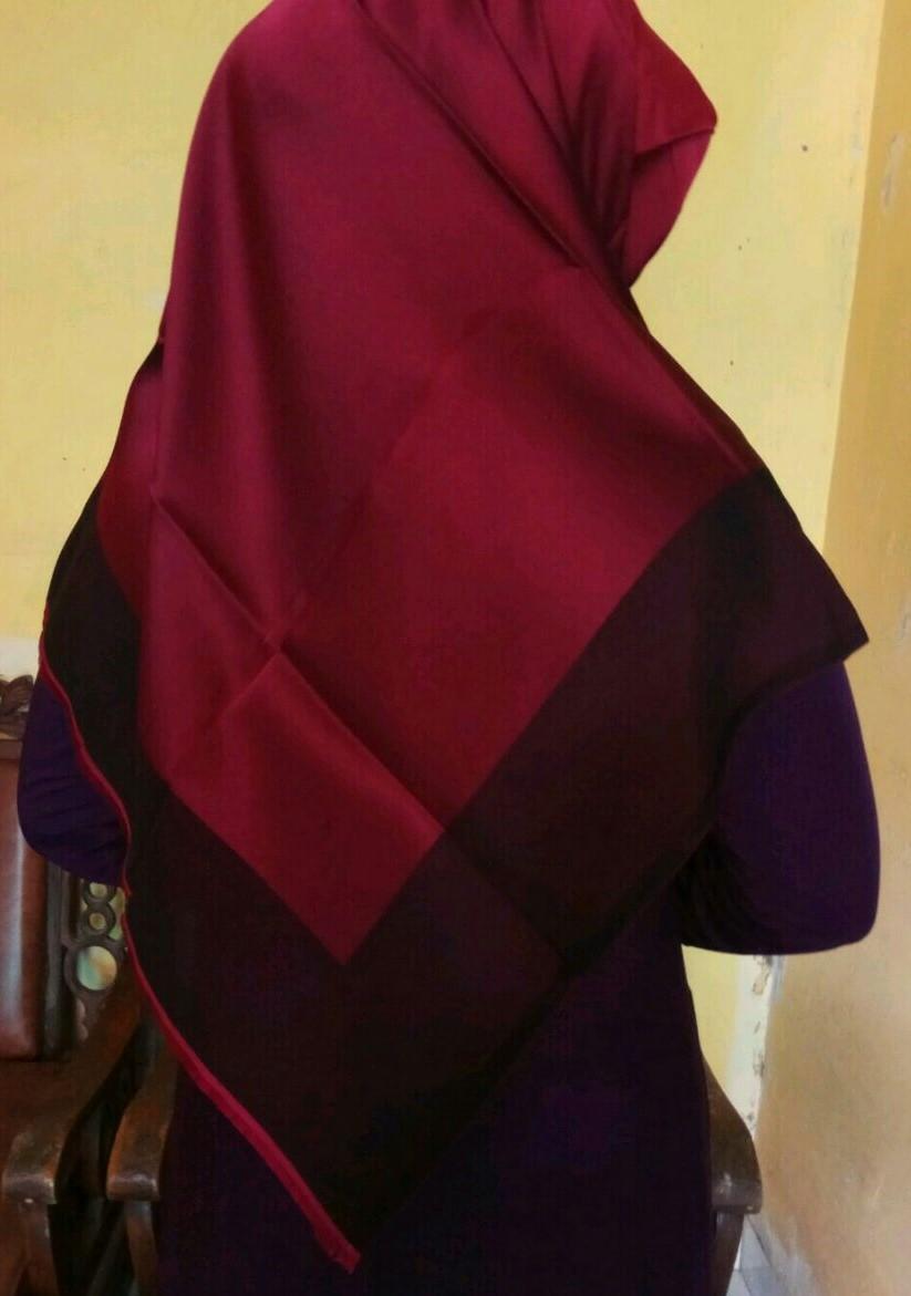 Jilbab Turki Merah vs Cokelat